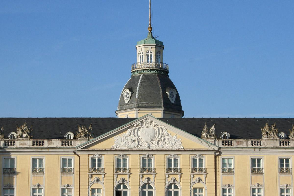 Badisches Wappen an der Fassade von Schloss Karlsruhe; Foto: Staatliche Schlösser und Gärten Baden-Württemberg, Sandra Eberle