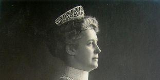 Hilda von Nassau in profile, circa 1910