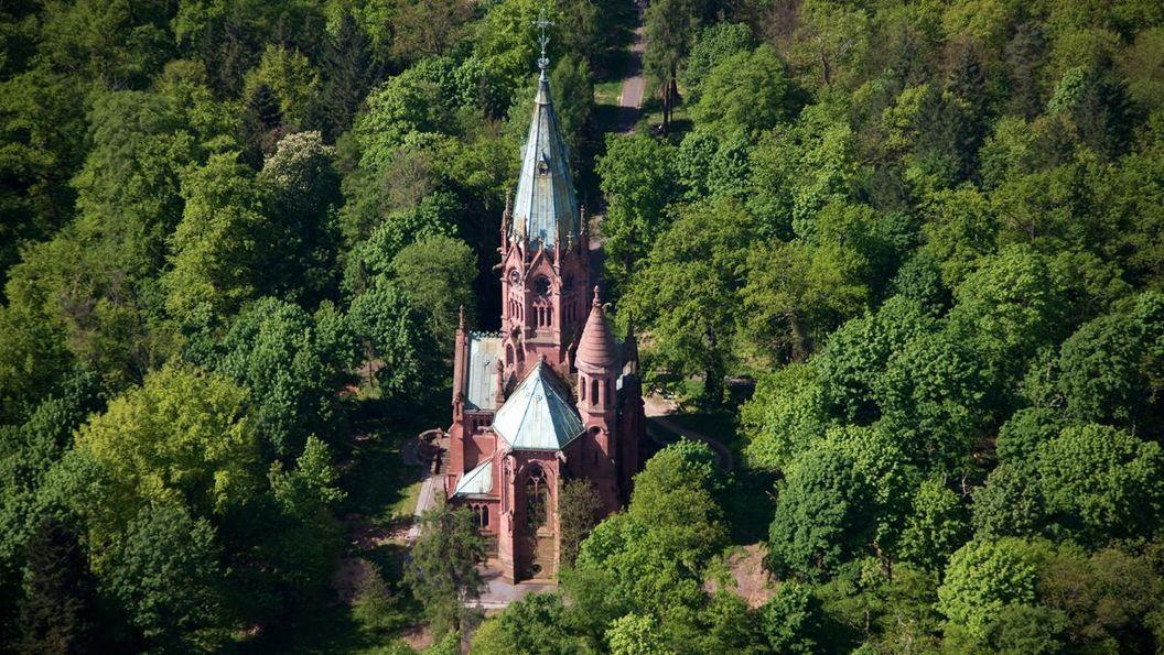 Luftaufnahme der Großherzoglichen Grabkapelle Karlsruhe; Foto: Staatliche Schlösser und Gärten Baden-Württemberg, Achim Mende